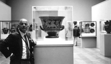 Black market art dealer Giacomo Medici with the Euphronios krater, installed at the Metropolitan.